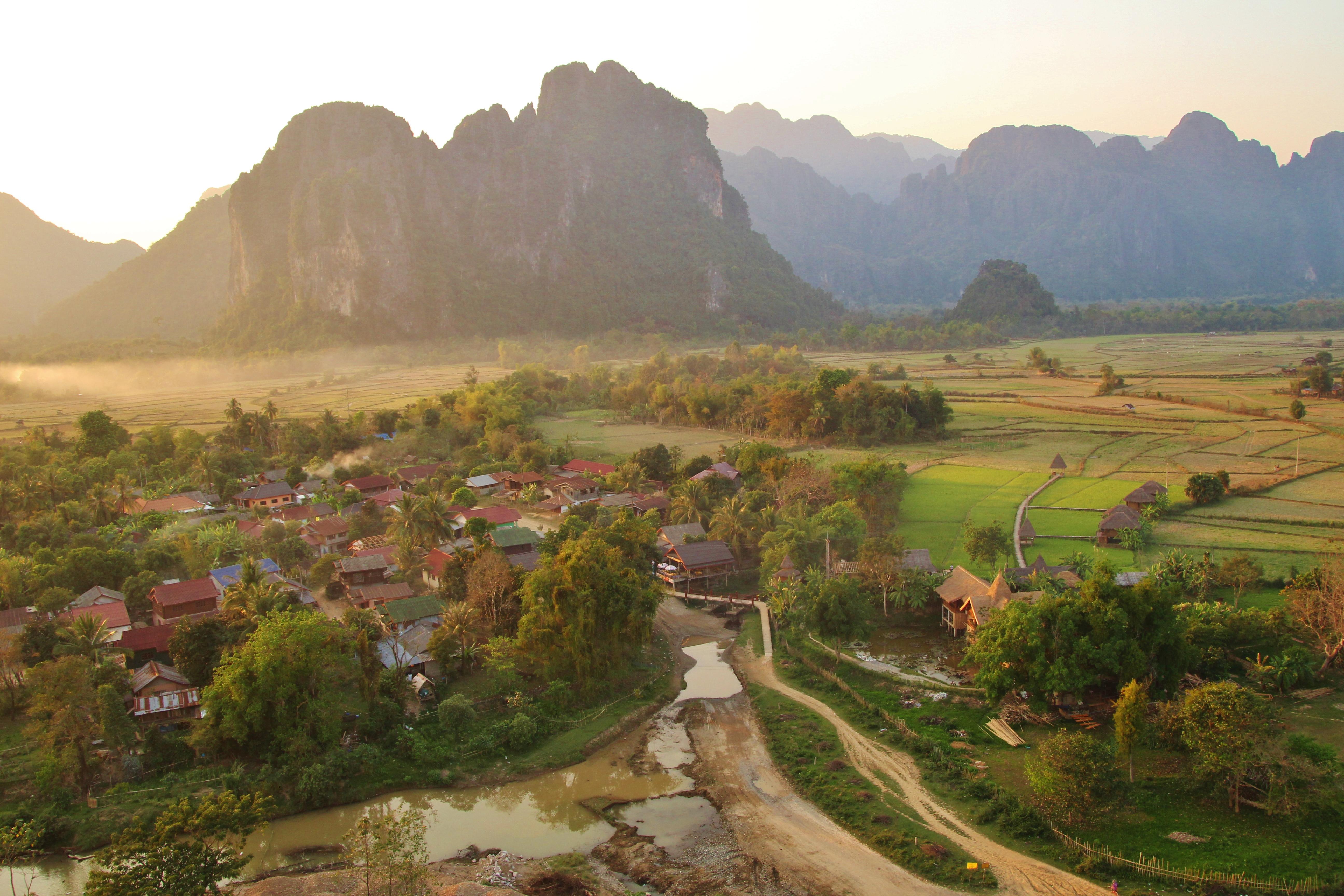 maylyn guesthouse vang vieng laos